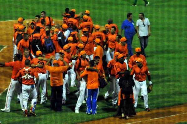 20130619171030-villa-clara-beisbol-clasifica-final-foto-juan-moreno.jpg