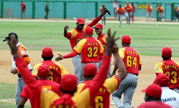 20140403174940-matanzas-villa-clara-3juego-beisbol-foto-ismael-francisco.jpg